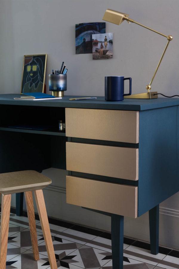 metal-absolu-bleu-metal-mat-or-jaune-brillant-bureau